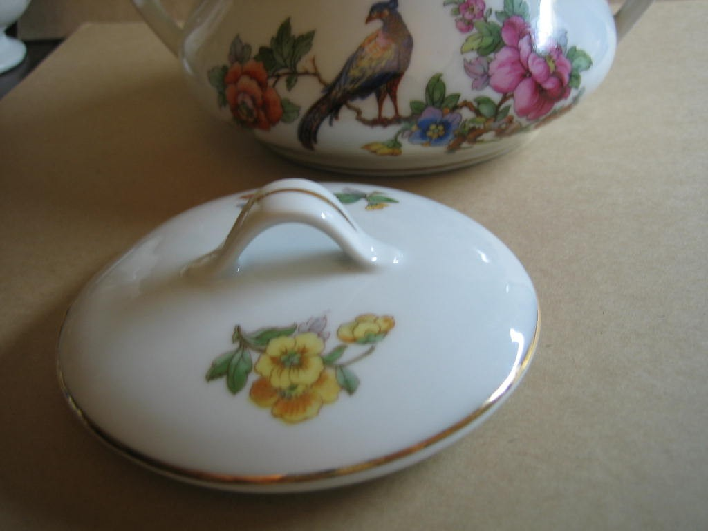 Vintage European Chinoiserie Exotic Bird Roses Small Lidded Bowl Edge www.DecorativeDishes.net