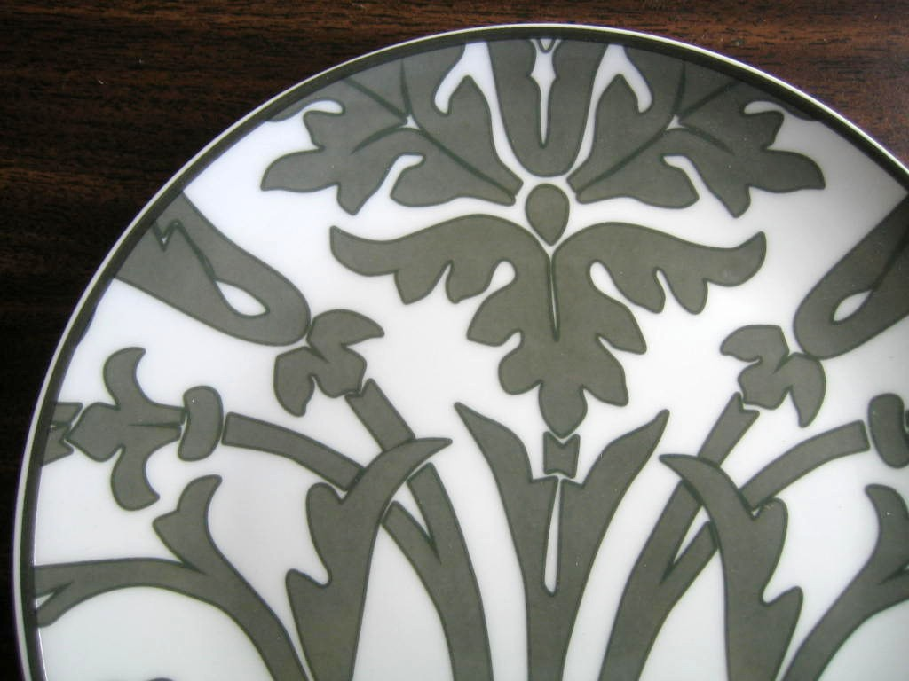 Gray on White Damask Exotic Wallpaper Scroll Decorative Plate A