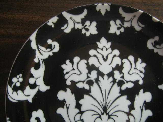 White on Black Damask Exotic Wallpaper Scroll Decorative Plate A