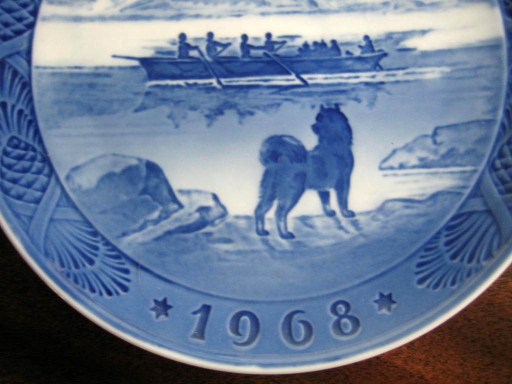 1968 Cobalt Husky Dog Rowing Boat Star Pinecone Plate Edge www.DecorativeDishes.net