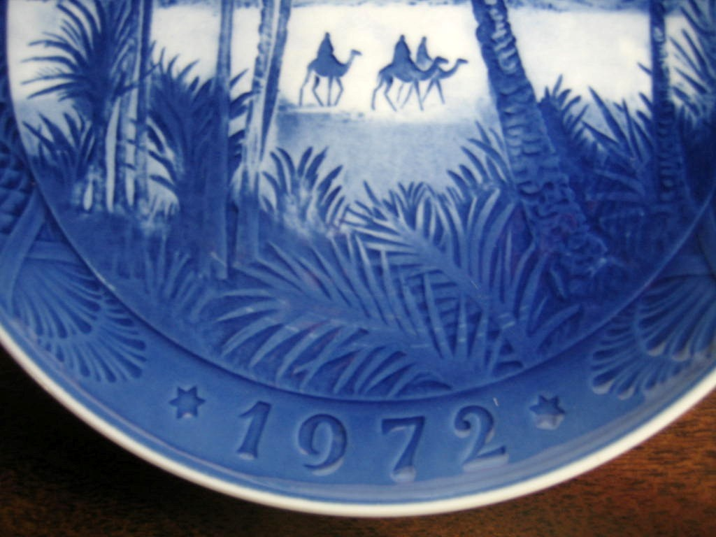 1972 Cobalt Blue Wise Men Camels Palms Star Pinecone Plate Edge www.DecorativeDishes.net