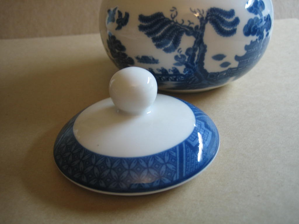Decorative Small Lidded Bowl - Blue White Chinoiserie Exotic Birds Cute Round Center www.DecorativeDishes.net