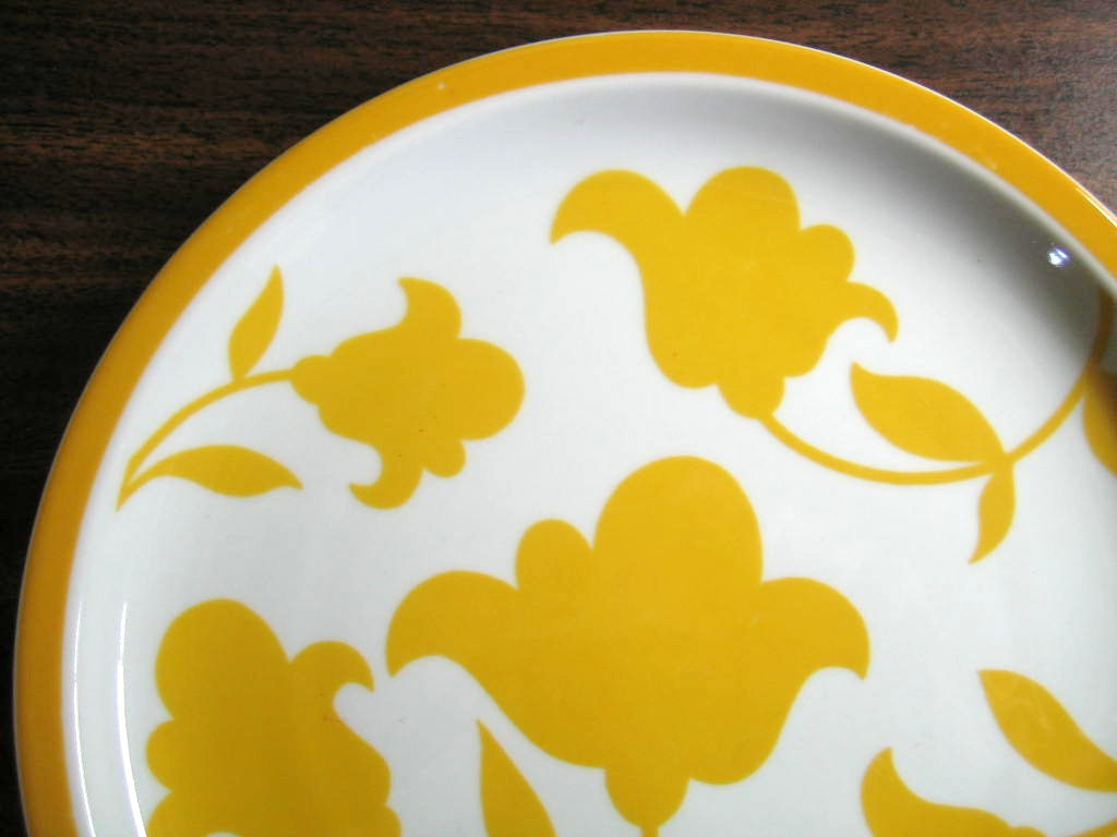 Mod Flower Power Golden Yellow Flowers Portugal Plate Edge www.DecorativeDishes.net