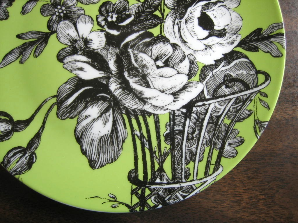 Black and White Toile on Green Roses Berries Rosanna Plate D