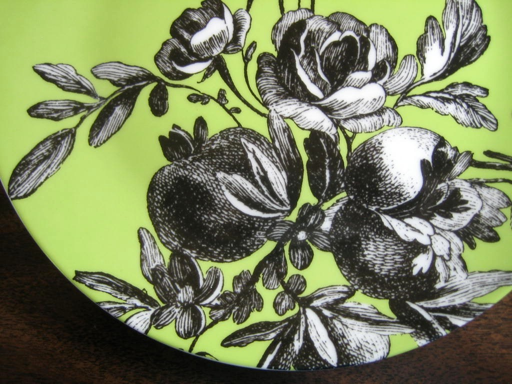Black and White Toile on Green Roses Berries Rosanna Plate B