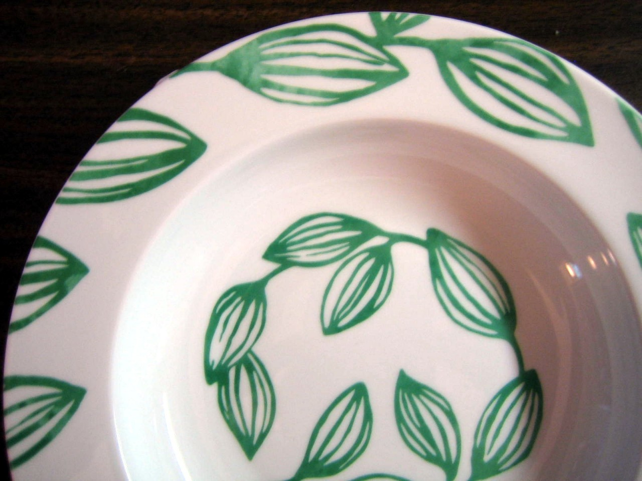 Decorative Flat Bowl Plate - White Shiny Glaze Emerald Green Leaf Tendrils Edge www.DecorativeDishes.net
