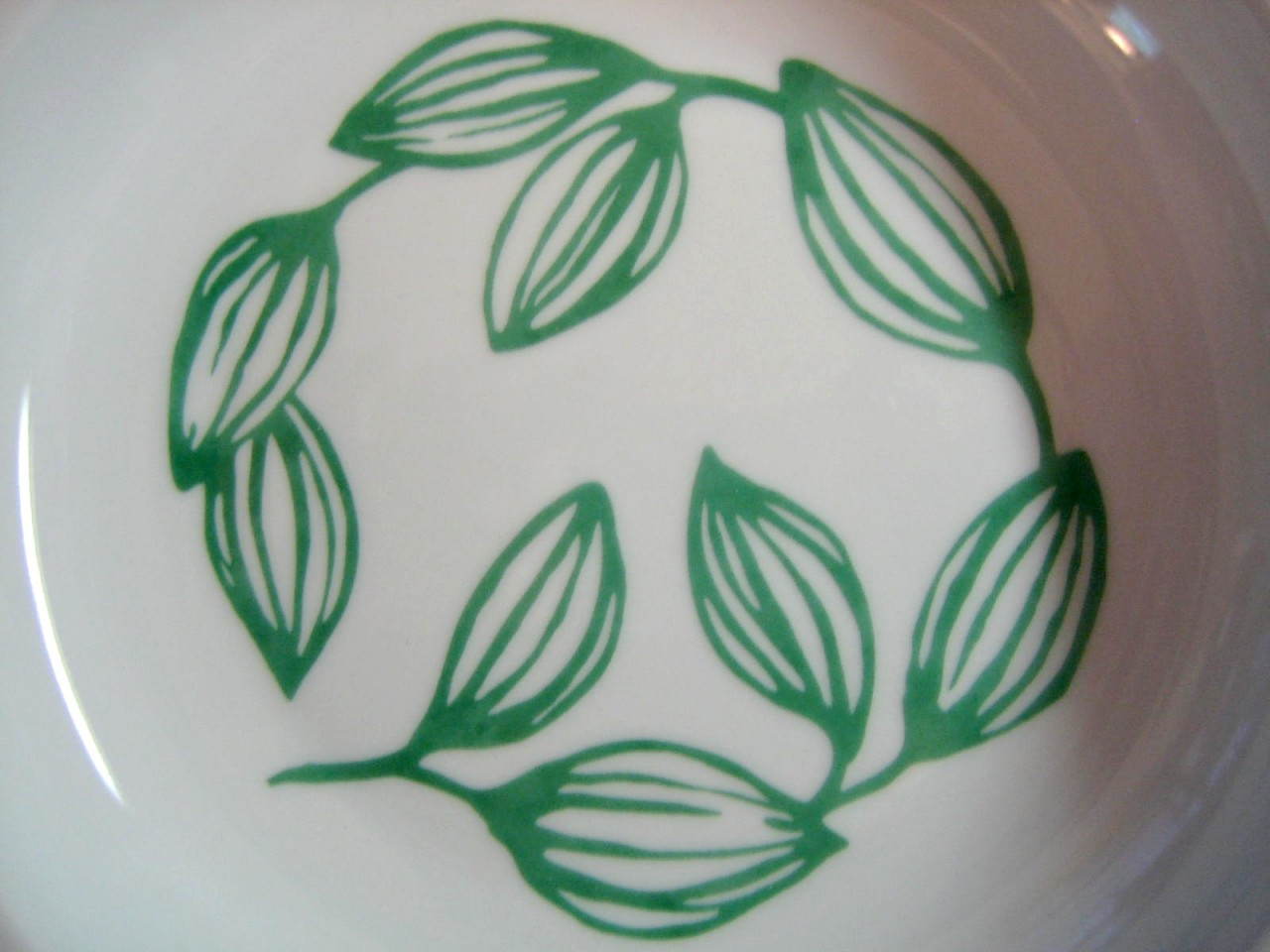 Decorative Flat Bowl Plate - White Shiny Glaze Emerald Green Leaf Tendrils 