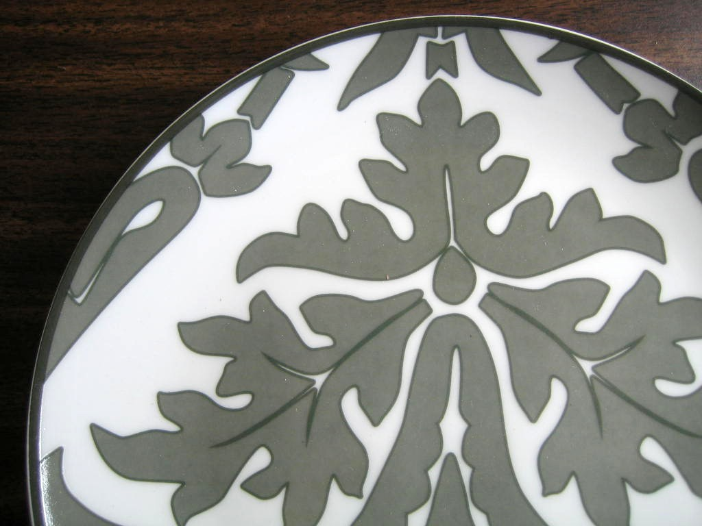 Gray on White Damask Exotic Wallpaper Scroll Decorative Plate B