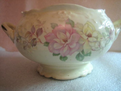 OLD Vintage USA Pastel Roses 3-D Edge Handled Bowl Edge www.DecorativeDishes.net
