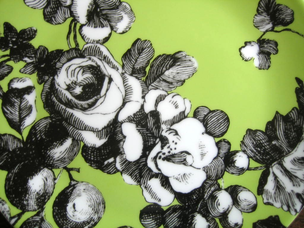 Black and White Toile on Green Roses Berries Rosanna Plate Center www.DecorativeDishes.net
