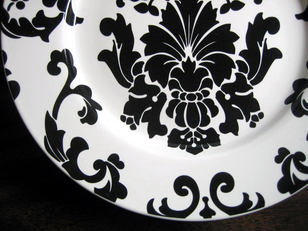 Black on White Damask Exotic Wallpaper Scroll Decorative Plate A