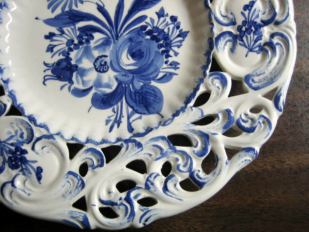 product_images/t/477/blue_italy_pierced_plate_edge__12116.jpglue on White Rose Daisy Scroll Hand Painted Pierced Italy Plate