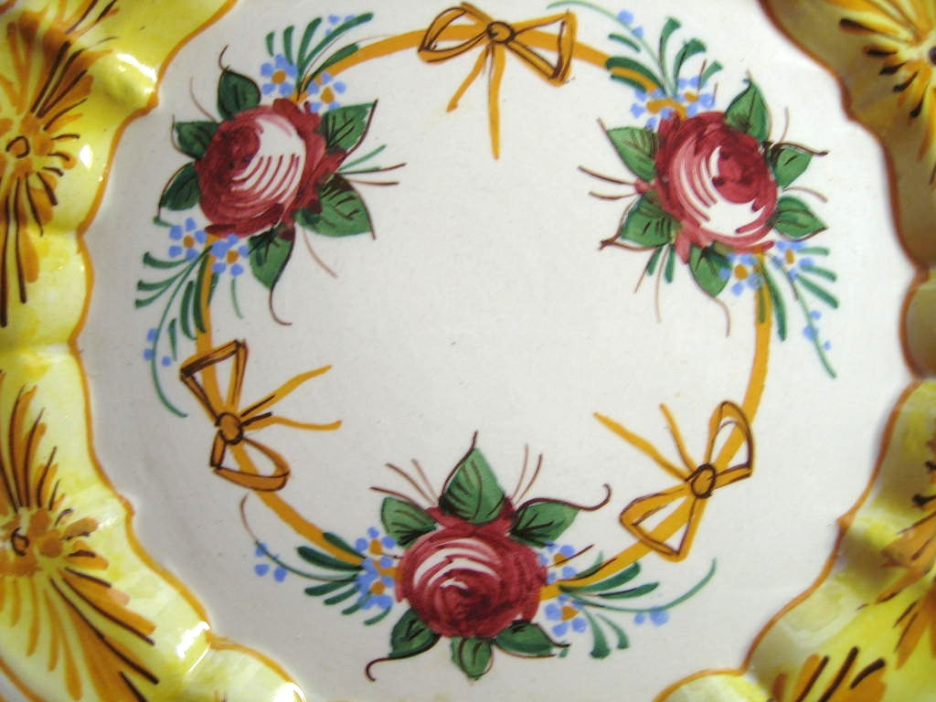 Vintage  Roses and Bows Golden Scalloped Italy Italian Plate Center www.DecorativeDishes.net