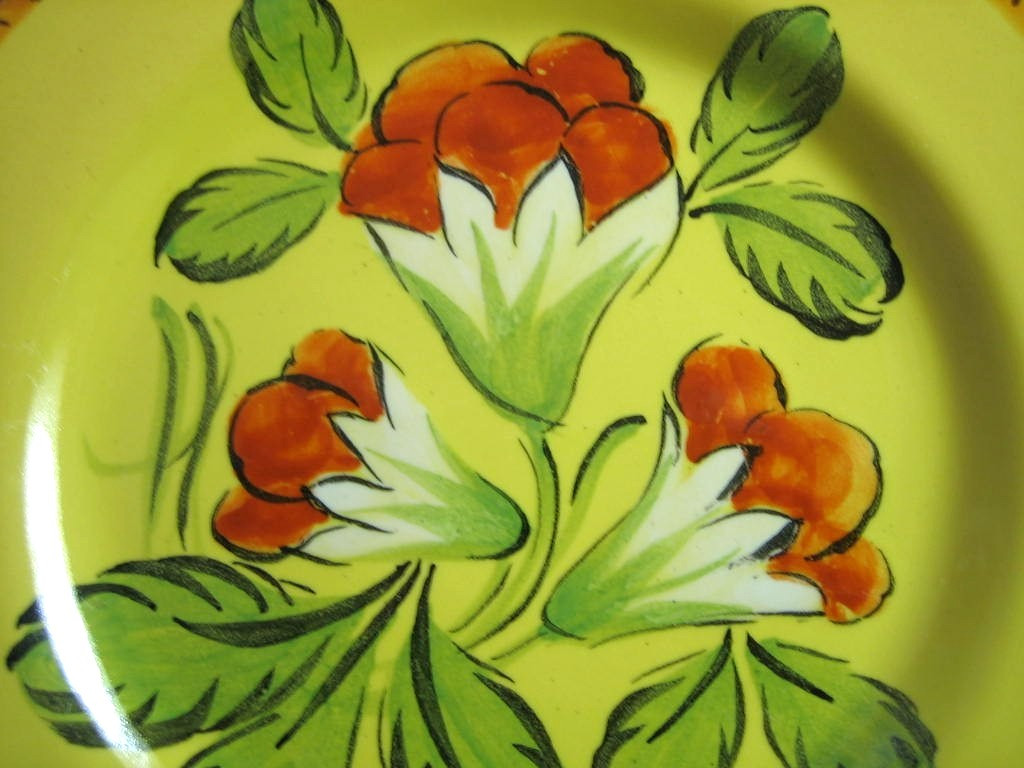 Vintage Hand Painted Red Flowers Green Leaves Gold Italy Plate Center www.DecorativeDishes.net